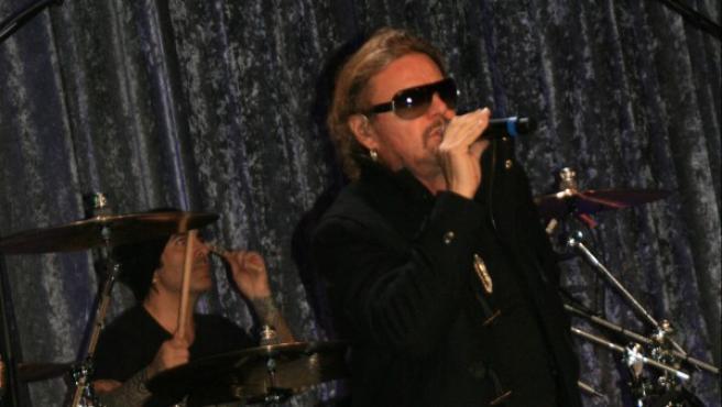 El vocalista del grupo de rock mexicano Maná, Fher Olvera, durante un ensayo de la agrupación en el Centro de Convenciones de Washington.