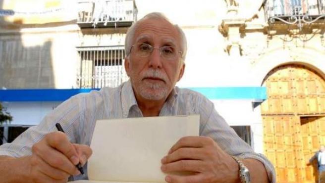 El escritor y académico de la lengua española Luis Mateo Díez.