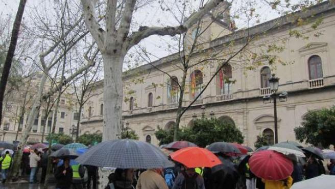 Trabajadores municipales concentrados hasta el Ayuntamiento.