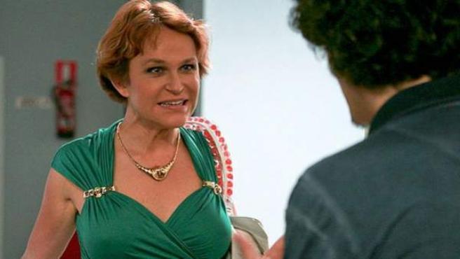 Estela Reynolds (Antonia San Juan) vuelve a casa de su hija Lola en el último capítulo de 'La que se avecina'.