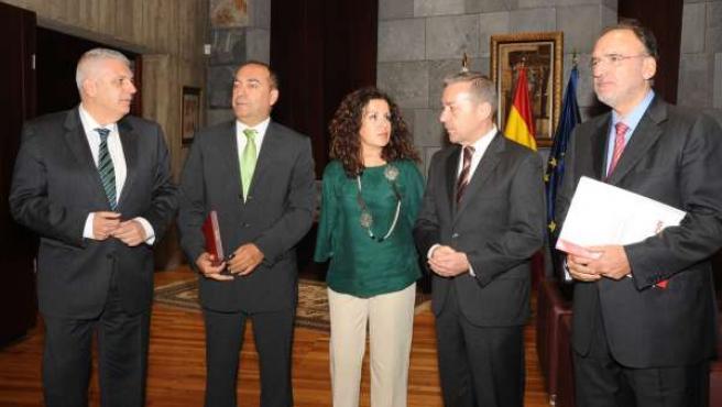 Reunión entre el PSC-PSOE y el Gobierno de Canarias