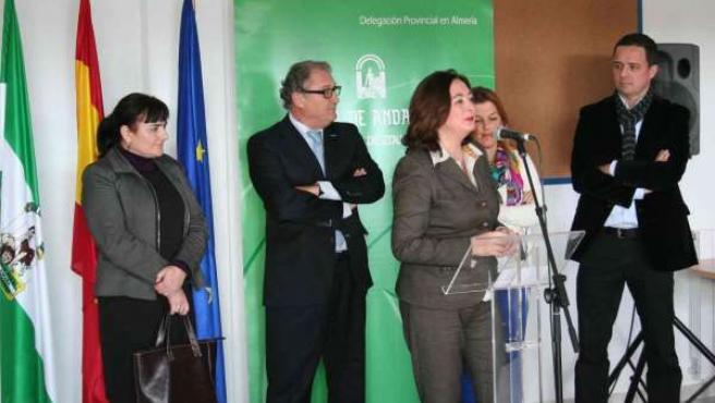 La consejera de Educación, Mar Moreno, inaugura un colegio rural