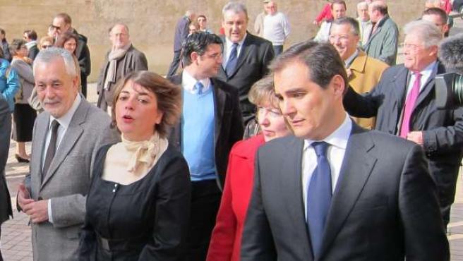 Griñán, Cortés y Nieto, con el Palacio Episcopal al fondo