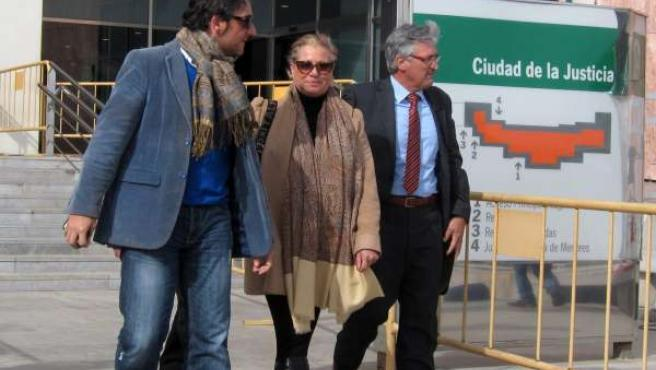 Maite Zaldívar saliendo del juicio por blanqueo de capitales