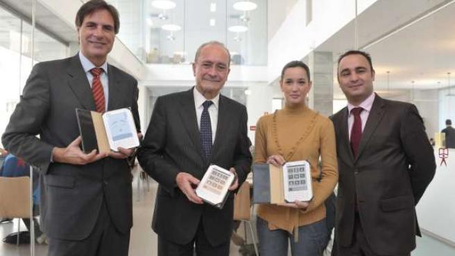 De la Torre y Caneda, en la presentación del préstamo de libros electrónicos