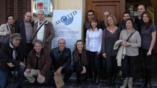 Participantes en el encuentro de Avetid sobre la situación del teatro valenciano