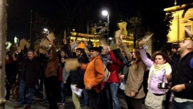 Concentración ante la sede del PP-A en Sevilla