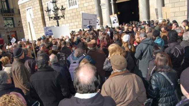 Imagen de archivo de una concentración convocada por Adicae para protestar por las preferentes y los productos tóxicos de ahorro.