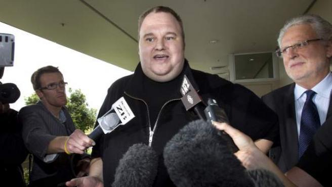 Kim Dotcom, fundador de Megaupload, habla con la prensa, en una imagen de 2012.