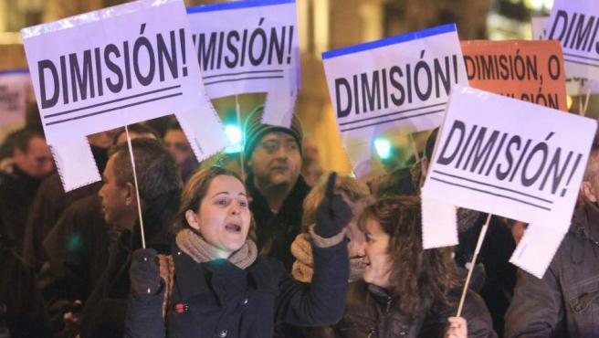 Miles de manifestantes pidieron la dimisión del Gobierno en Madrid.