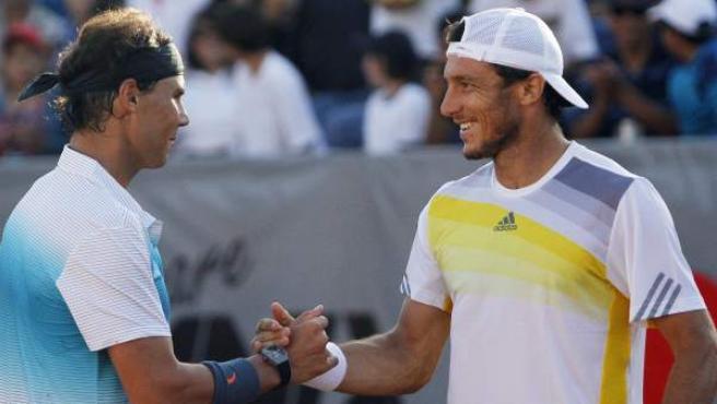 Rafa Nadal y Juan Mónaco celebran su victoria en un partido de dobles en Viña del Mar.
