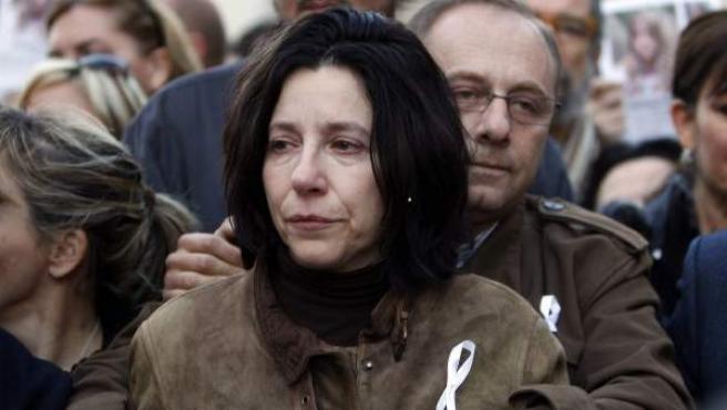 Los padres de Marta del Castillo, Antonio y Eva, en la cabecera de una manifestación de Sevilla para recordar a su hija.