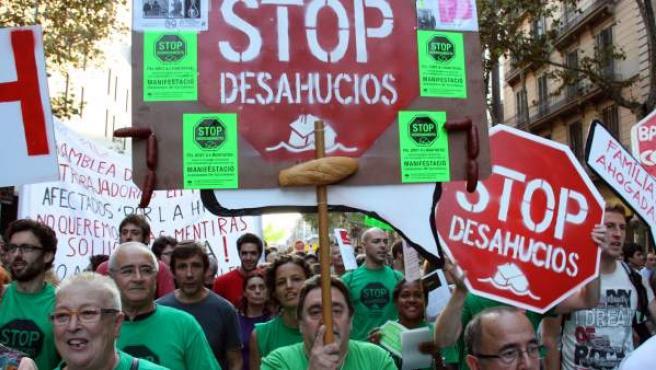 Manifestantes contra los desahucios.