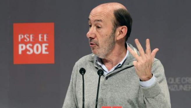 El secretario general del PSOE, Alfredo Pérez Rubalcaba, durante su intervención en la clausura del VII Congreso del PSE-EE en Bilbao.