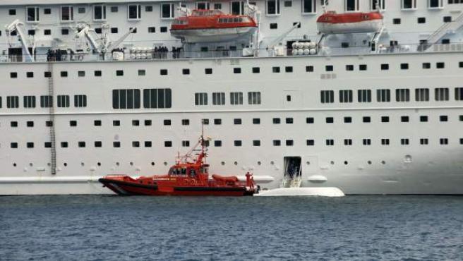 Cinco tripulantes del crucero 'Thomson Majesty', de la compañía británica Thomson Cruises, atracado en Santa Cruz de La Palma, murieron y tres resultaron heridos al caer este domingo al mar un bote salvavidas mientras se llevaba a cabo un simulacro de evacuación.