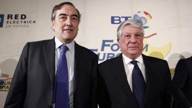El presidente de la patronal CEOE, Juan Rosell (i), y el presidente de los empresarios madrileños, Arturo Fernández (d), en una imagen de archivo.