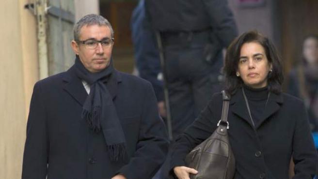 El exsocio de Iñaki Urdangarin en el Instituto Nóos, Diego Torres, acompañado de su mujer, Ana María Tejeiro, a su llegada este sábado a los juzgados de la capital balear.
