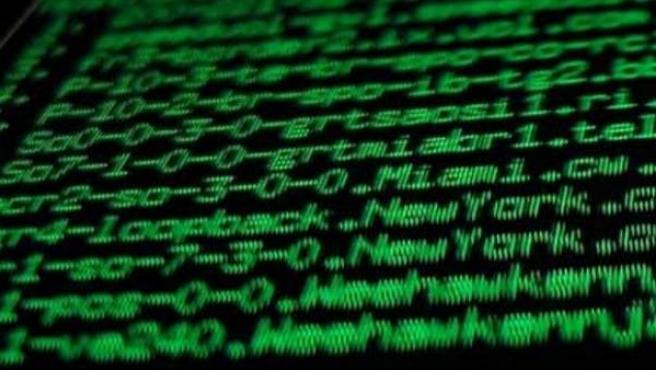 Los ciberdelincuentes se amparan en el anonimato de la red y solo necesitan un ordenador y conocimientos informáticos especializados para realizar sus operaciones.