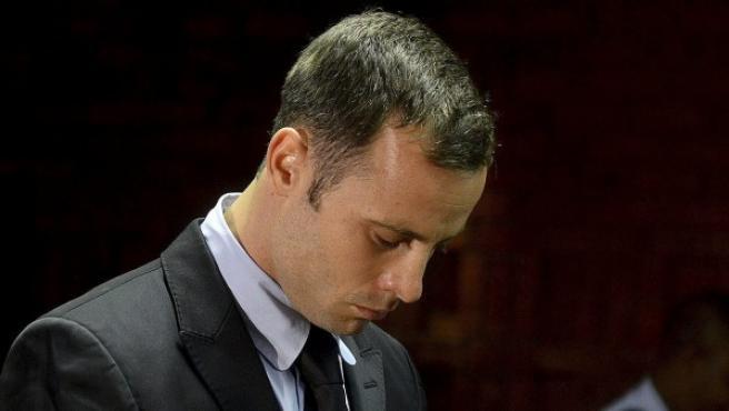 El atleta sudafricano Oscar Pistorius asiste a la vista sobre su libertad bajo fianza.