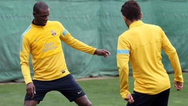 El defensa del Barça Éric Abidal se entrena con el Barça.