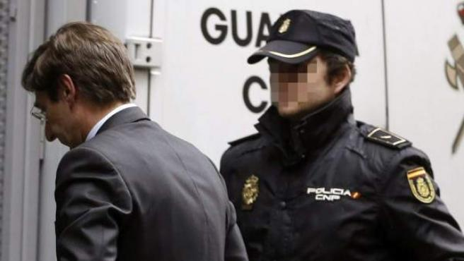 El presidente de Bankia, José Ignacio Goirigolzarri (c), a su llegada a la Audiencia Nacional.