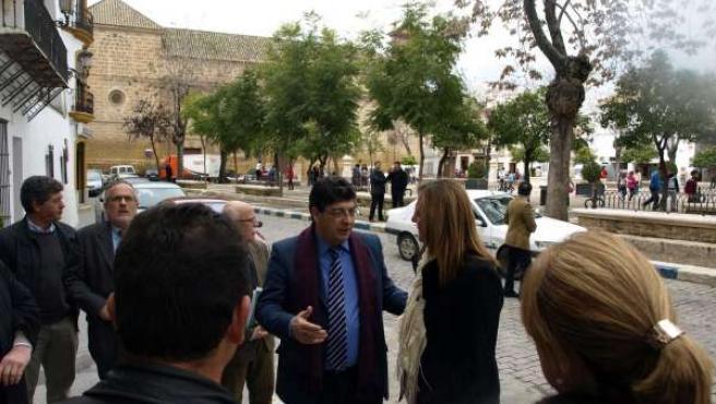 Diego Valderas, durante su visita a Osuna