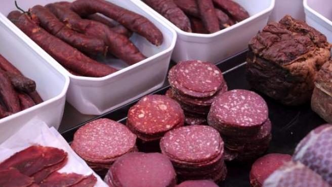 Varias cadenas de supermercados han tenido que reitar algunos platos precocinados por contener carne de caballo cuando estaban etiquetados como vacuno.
