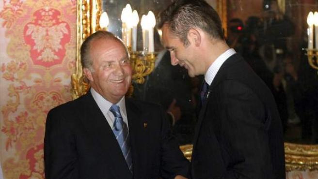 El rey Juan Carlos y la reina Sofía, en una imagen de archivo de 2005 de un encuentro con su yerno Iñaki Urdangarin, esposo de la infanta Cristina.