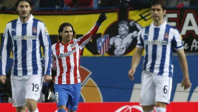 El delantero colombiano del Atlético de Madrid, Radamel Falcao, celebra un gol ante el Espanyol.