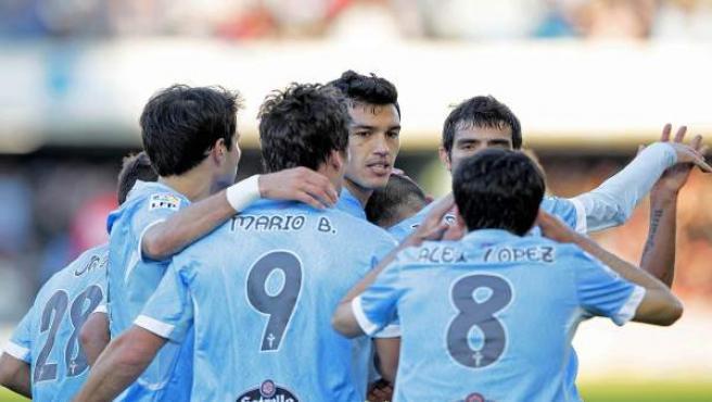 Los jugadores del Celta de Vigo durante la celebración de un gol.