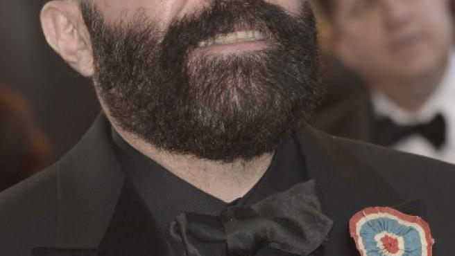 El diseñador español Paco Delgado llega a la gala de entrega de los Premios Oscar 2013.