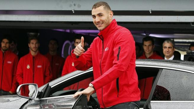 Karim Benzema, durante el acto de entrega de coches de la firma 'Audi' a los jugadores del Madrid.