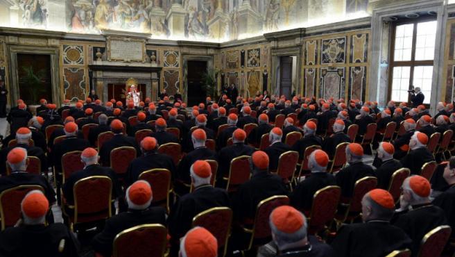 Benedicto XVI promete 'respeto y obediencia' al futuro papa durante un encuentro con los cardenales celebrado en el Vaticano el último día de su pontificado.
