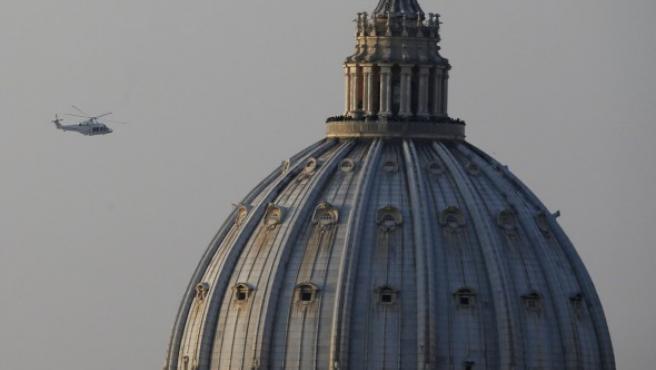 Vista del helicóptero que ha llevado al Papa Benedicto XVI del Vaticano a la localidad italiana de Castel Gandolfo.