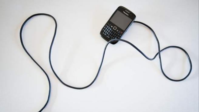 Los 'smartphones' obligan a cargar la batería mucho más a menudo que los viejos teléfonos móviles.