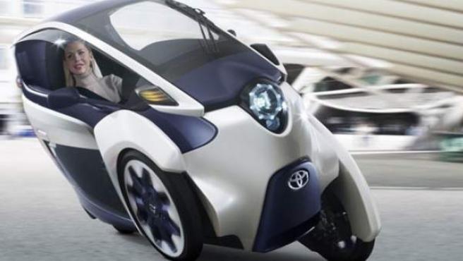 Dispone de un entorno de a bordo más parecido al de un coche que al de una moto, con iluminación, calefacción, equipo de sonido y conexión Bluetooth.