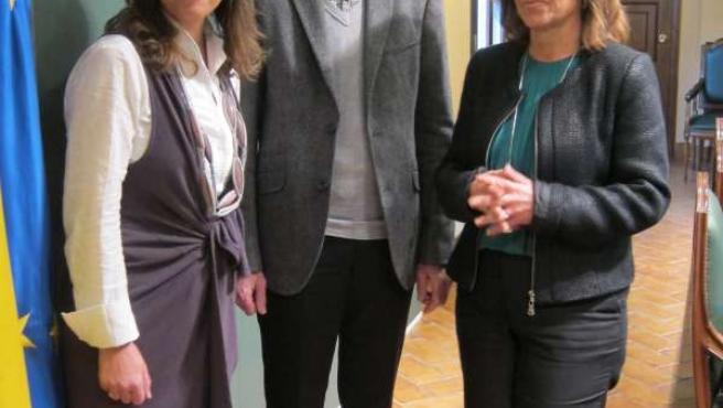 Escudero, entre Ambrosio y la delegada de Cultura