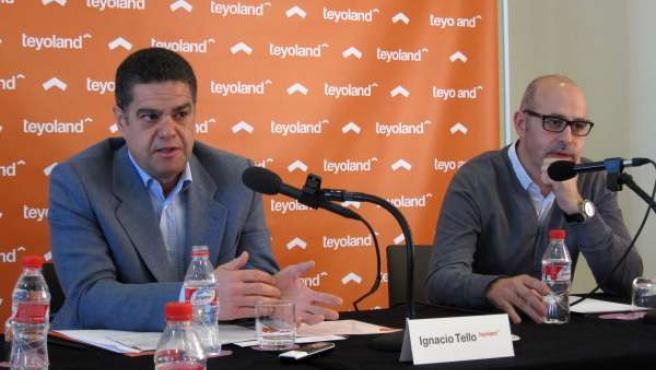 Ignacio Tello, consejero delegado de Teyoland, con el diseñador Francesc Rifé.