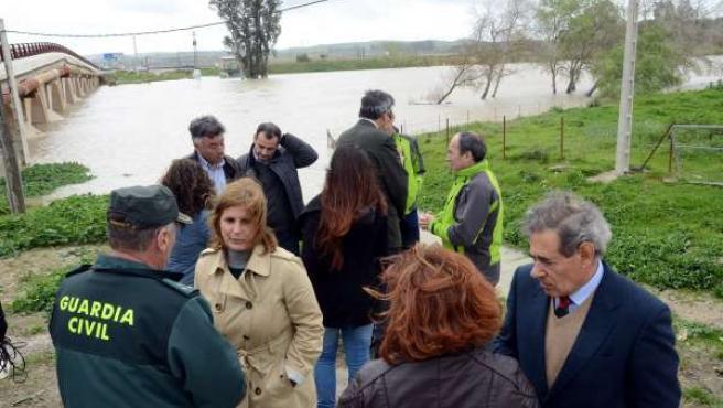 Responsables institucionales comprueban la situación del Guadalete