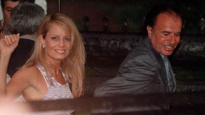 Menem, y su esposa Cecilia Bolocco, en una foto de archivo.