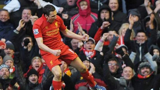 El delantero inglés del Liverpool Stewart Downing, durante la celebración de un gol.