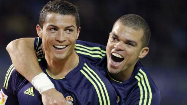 Pepe celebra un gol de Cristiano Ronaldo con el Real Madrid.