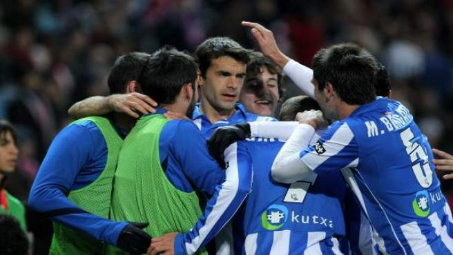 Los jugadores de la Real Sociedad durante la celebración de un gol.