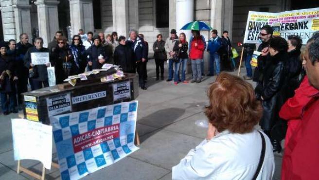 Protesta de los afectados por las preferentes en Santander