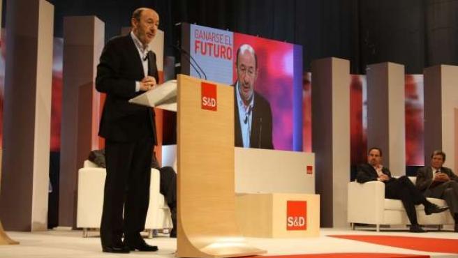 Rubalcaba durante su intervención en Valencia