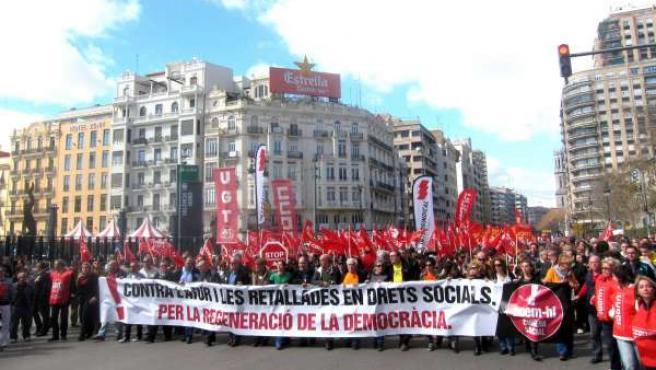 Cabecera de la manifestación de la Cumbre Social en Valencia