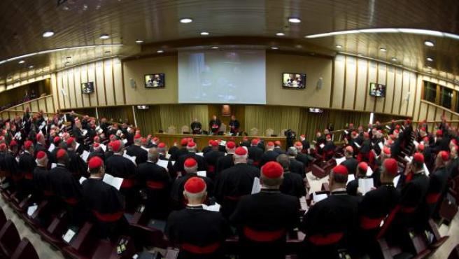 Una vista general de la primera congregación de cardenales, preparatoria del cónclave que elegirá al sucesor de Benedicto XVI.