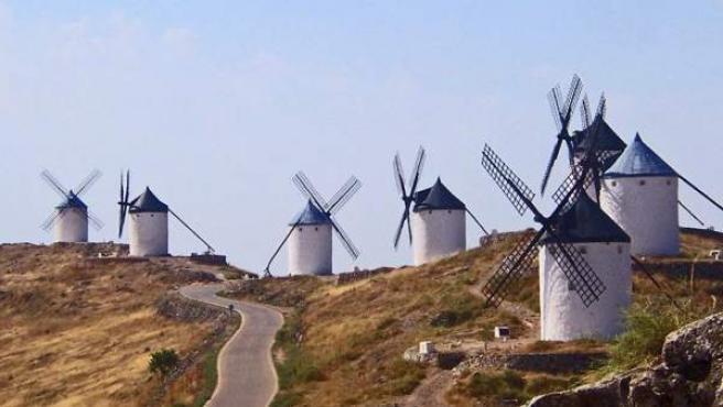 Paisajes del Quijote: siete de los once molinos de Consuegra.