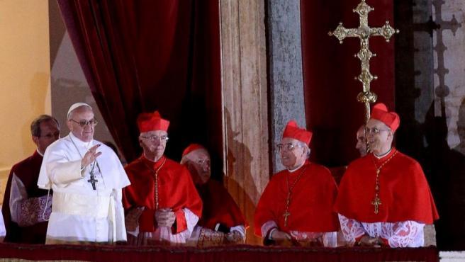 El cardenal Jorge Mario Bergoglio, jesuita argentino, ya es el papa Francisco I.