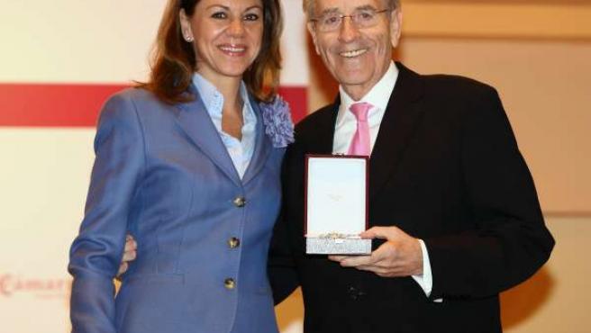 Cospedal recibe medalla de oro